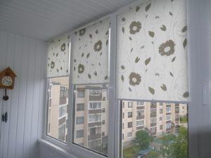 Установка рулонных штор на пластиковые окна в Саратове